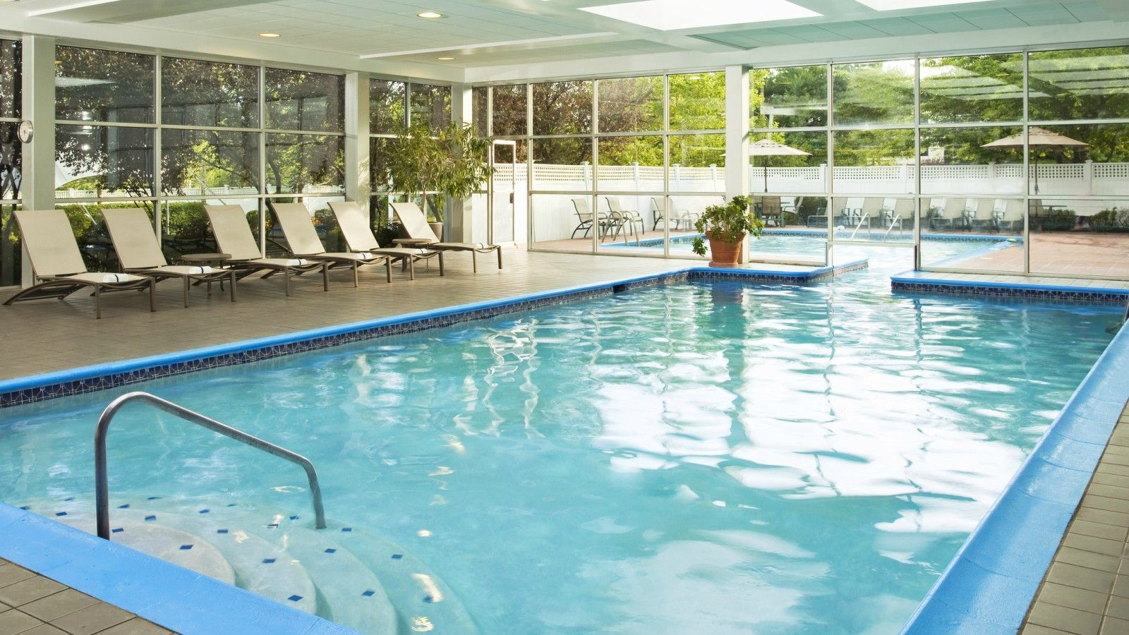 Sheraton Eatontown Hotel - Indoor and Outdoor Pool