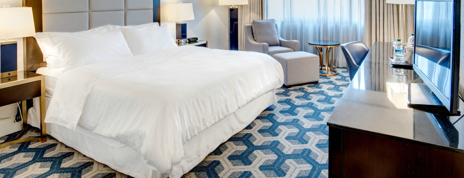 Traditional Guest Room - Sheraton Eatontown Hotel